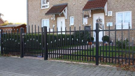 Svart grind och staket premium